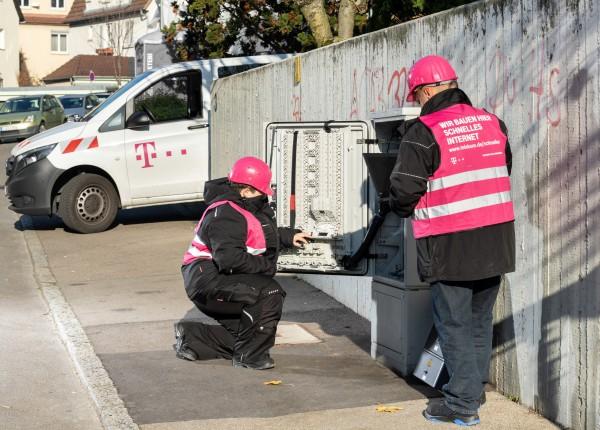 dl-arbeiten-an-einem-multifunktionsgehaeuse_Telekom